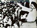 خمینی در سخنرانی.jpg