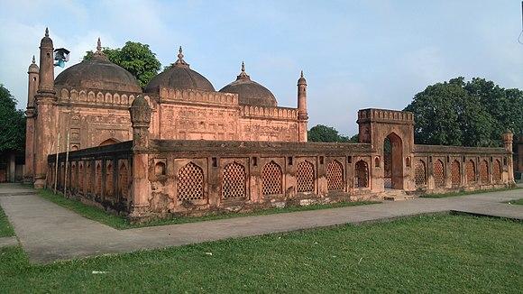 শাহ নেয়ামত উল্লাহ ওয়ালী মসজিদ (Angle view ).jpg