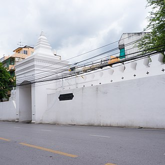 Fortifications of Bangkok - The wall section in front of Wat Bowonniwet features the last remaining of the 16 tower gates.
