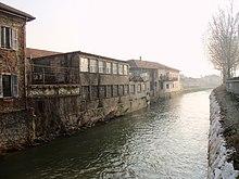 Il Lambro lascia Monza, verso sud, tra vecchie fabbriche