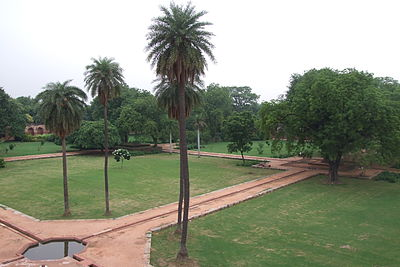 104-Humayun-Tomb-gardens.JPG