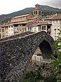 134 La Pobla de Lillet, pont Vell i església de Santa Maria.jpg