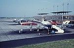 1961-07 Aéroport de Bruxelles National, Vickers Viscount de la BEA , DC-6 de la SABENA et une Caravelle non identifiée.jpg