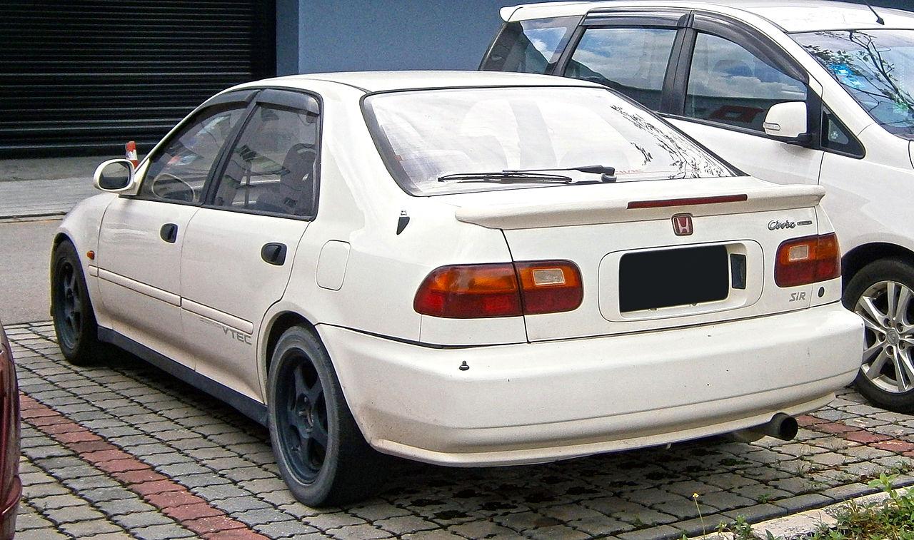File:1992 Honda Civic Ferio SiR sedan (modified) in ...