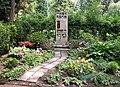 20100522205DR Dresden-Striesen Friedhof Kindergrab Tony Hager.jpg