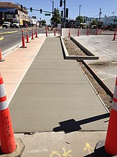 how to put a curve in concrete sidewalk