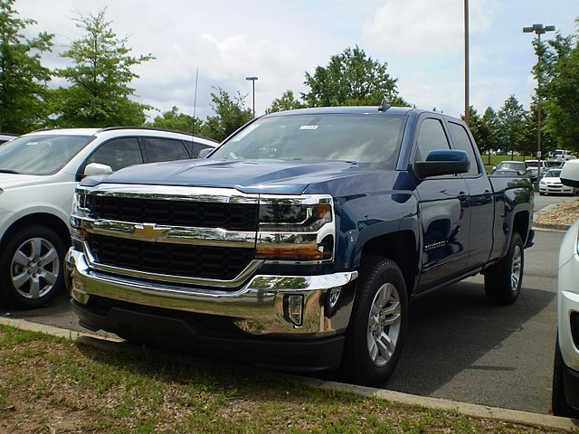 https://upload.wikimedia.org/wikipedia/commons/thumb/b/b6/2017_Chevrolet_Silverado_1500_2WD_Double_Cab_Standard_Box_LT_All_Star_Edition_observe.jpg/640px-2017_Chevrolet_Silverado_1500_2WD_Double_Cab_Standard_Box_LT_All_Star_Edition_observe.jpg