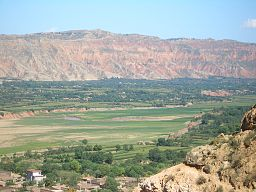 5895-Linxia-County-Daxiahe-valley.jpg