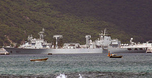 Type 903 replenishment ship - Image: 887 Nanhai Fleet PLAN