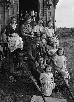 Kale (Welsh Romanies) - A Welsh Romani family, 1951