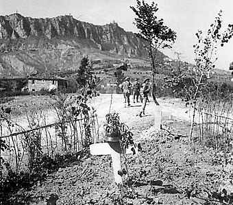 British troops at Monte Titano during the Battle of San Marino, September 1944 Guerra1.JPG
