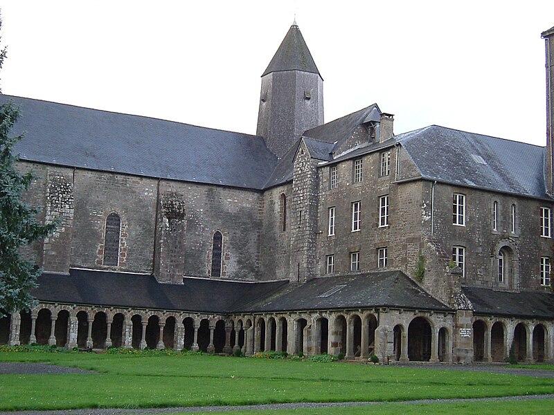 Photographie de l'abbaye blanche de Mortain