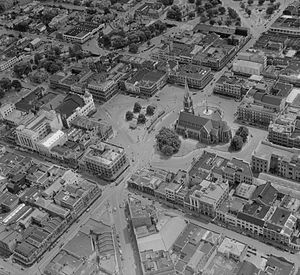 ChristChurch Cathedral, Christchurch - Aerial view of Cathedral Square showing the curved alignment of Colombo Street (pre-1954)