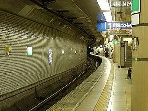 Akasaka Station (Tokyo) - View of platform 1, August 2007