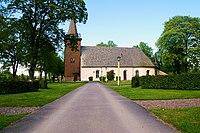Amnehärads kyrka och del av kyrkogård.jpg