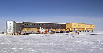 Amundsen-Scott South Pole Station, January 2006.