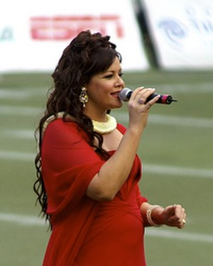 Amy Hānaialiʻi Gilliom - Amy Gilliom during the halftime show at 2007 Hawaii Bowl.