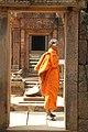 Angkor-Banteay Srei-08-Tueren-Moench-2007-gje.jpg