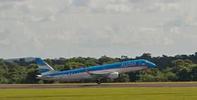 Austral Embraer 190, Puerto Iguazu, 6th. Jan. 2011 - Flickr - PhillipC.jpg