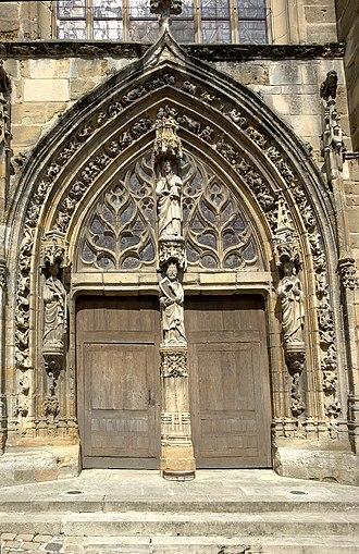 Avenay-Val-d'Or - Portal of Saint Trésain's church.