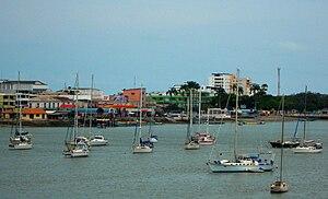"""Bahía de Caráquez - View of the city of Bahía de Caráquez from the """"Los Caras"""" bridge."""