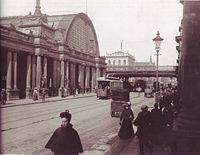 Bahnhof Alexanderplatz mit Königskolonnaden, 1904.jpg