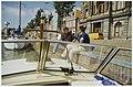 Bert Sliggers (l) in gesprek met een heer gezien vanaf een boot langs de kade bij het Teylers museum. NL-HlmNHA 54036098.JPG