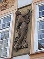 Betlémské náměstí 10, plastika ženy.jpg