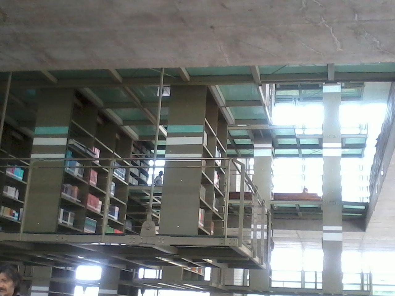 File biblioteca vasconcelos m xico d f primer piso for Piso 21 wikipedia