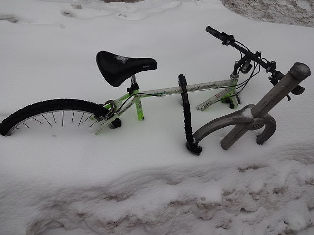 Frozen bike By Andrevruas (Own work) [CC BY-SA 3.0 (http://creativecommons.org/licenses/by-sa/3.0) or GFDL (http://www.gnu.org/copyleft/fdl.html)], via Wikimedia Commons
