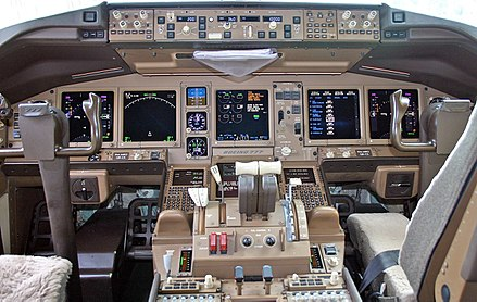 Flight deck of 9M-MRO in April 2004 Boeing 777-2H6-ER, Malaysia Airlines AN0561319.jpg