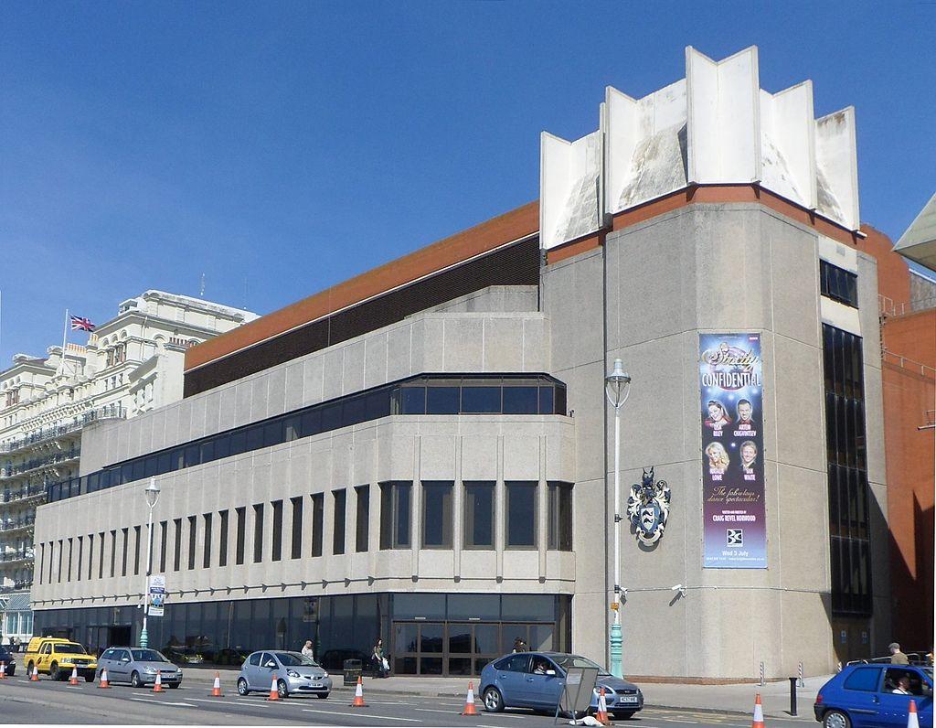 1024px-Brighton_Centre%2C_Kings_Road%2C_Brighton_%28from_SE%29_%28April_2013%29.JPG