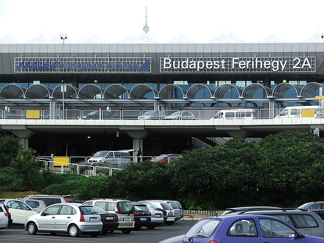 Budapest International Airport by https://en.wikipedia.org/wiki/User:Joxy