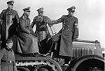 Bundesarchiv Bild 146-1971-016-25, Waffenvorführung, Keitel, Hitler, Speer.jpg