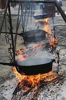Cottura dei marroni durante l'omonima Sagra