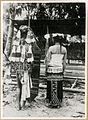 COLLECTIE TROPENMUSEUM Een Dajakhoofd van de Mahakam met zijn vrouw van voren en van achteren Borneo TMnr 10001685.jpg