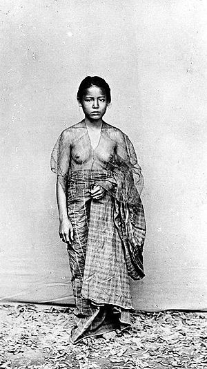 Makassar people - Young Makassar woman in traditional clothes  (baju bodo) in the colonial period, 1930s.