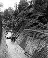 COLLECTIE TROPENMUSEUM Mannen bezig bij Djoerang Sate dam en hoofdleiding TMnr 10010393.jpg