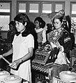COLLECTIE TROPENMUSEUM Studenten van de Akademi Seni Karawitan Indonesia tijdens een gamelan uitvoering TMnr 20000359.jpg
