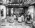 COLLECTIE TROPENMUSEUM Werk- tevens slaaploods van een batikkerij ca. 1925 TMnr 10014216.jpg