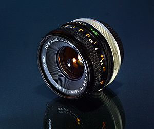 English: The Canon FD 50mm f/1.8 lens. Technic...
