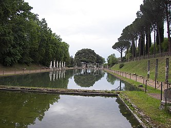 Canopo in Villa Adriana 12.jpg