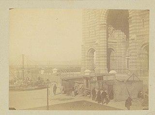 Photographie du parvis de la cathédrale de Marseille