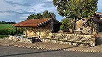 Champvans-les-Moulins, le lavoir-abreuvoir.jpg