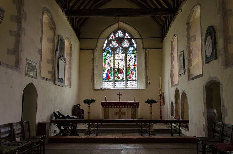 File:Chancel, Ss Peter & Paul church, Peasmarsh (15381085574).jpg