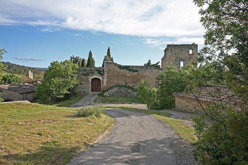 Fichier:Chateau Lagnes, Vue nord, by JM Rosier.JPG