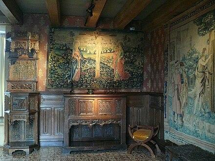 http://upload.wikimedia.org/wikipedia/commons/thumb/b/b6/Chateau_de_Langeais_-_Chambre_de_parement.JPG/440px-Chateau_de_Langeais_-_Chambre_de_parement.JPG
