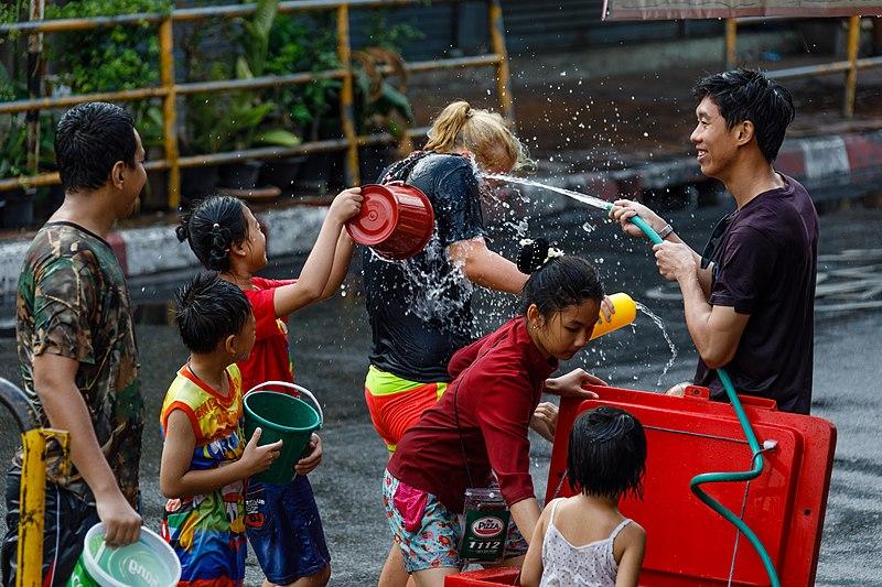 File:Chiang-Mai Thailand Songkran-Festival-2017-02.jpg