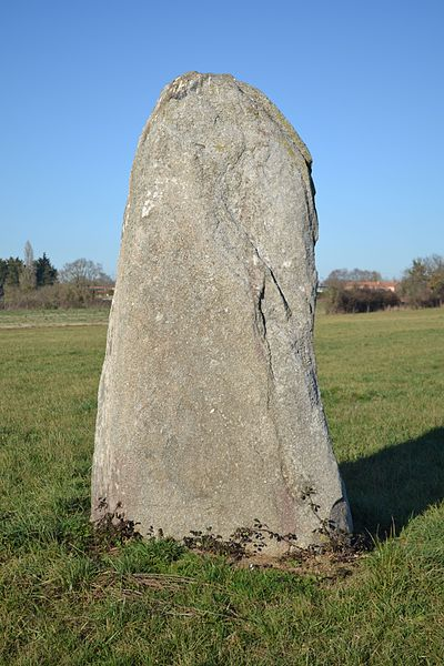 Petit menhir du Champ de la Garde, Cholet (49).