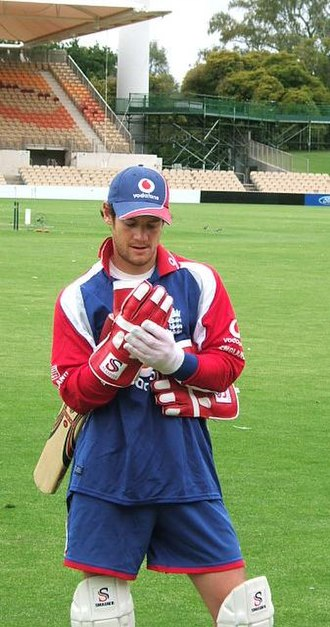 Chris Read - Read prepares for wicketkeeping practice at Adelaide Oval